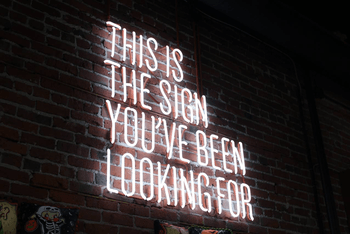 an overview into electronic sign boards
